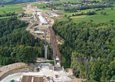 section Saint-Julien-en-Genevois/Villy-le-Pelloux de l'autoroute A41 contient un tunnel à 2 tubes et 4 viaducs