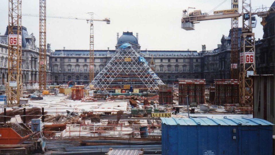 Pyramide du Louvre - 03