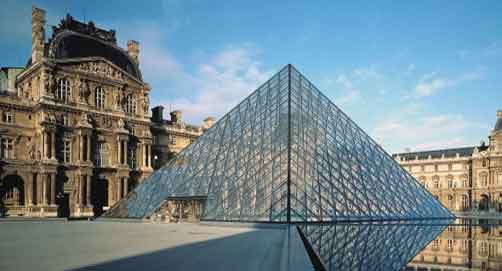 La pyramide du Louvre à Paris, Structure d'acier de 95 tonnes et d'un châssis en aluminium de 105 tonnes.
