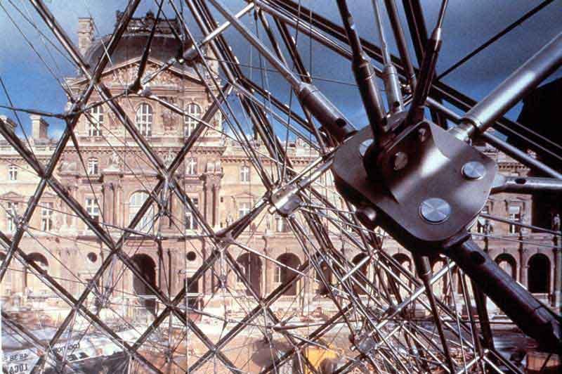 Pyramide du Louvre - 02