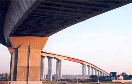 Le pont de Cheviré, également surnommé «Viaduc de Cheviré», est un pont routier
