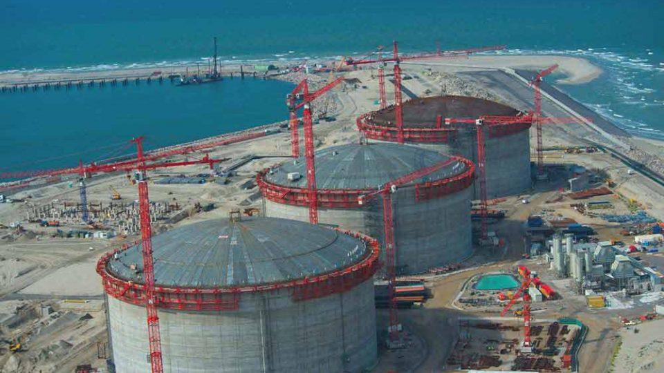 terminal méthanier de Dunkerque dispose de 3 réservoirs de GNL capacité de stockage de 200 000 mètres cubes à -163 °C