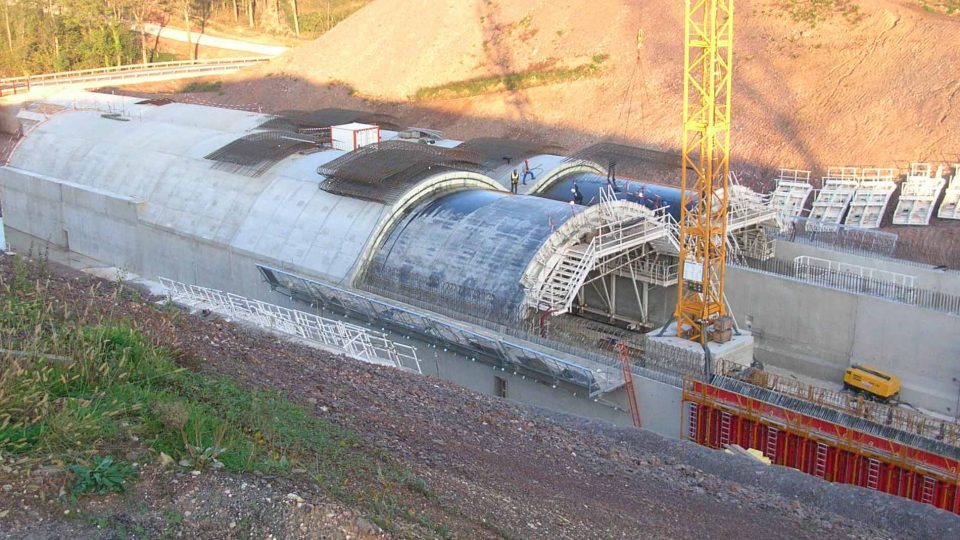 Le tunnel de la Crête des Guillaumaux unnel bi-tube : la longueur de chaque tube est de 355 mètres,A89 à Beauregard-de-Terrasson