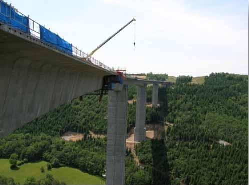 Le viaduc de la Sioule, pont autoroutier qui franchit la Sioule à Bromont-Lamothe, dans le Puy-de-Dôme
